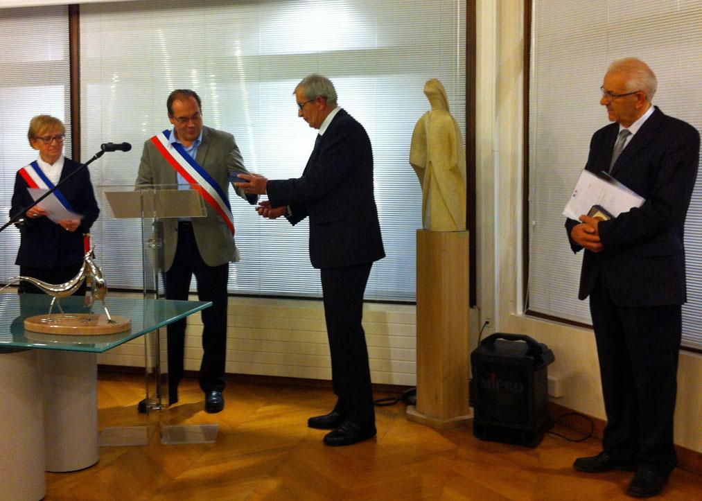 François Blanchet recevant son titre des mains d'Olivier Barry entouré de Françoise Camusso et Joseph Griot